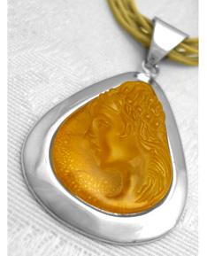 http://amberjewelry.typepad.com/andziasamber/2005/12/top_ten_reasons.html